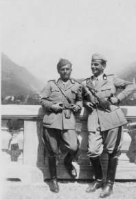 REnzo Biasion, a sinistra, prima di partire per il fronte